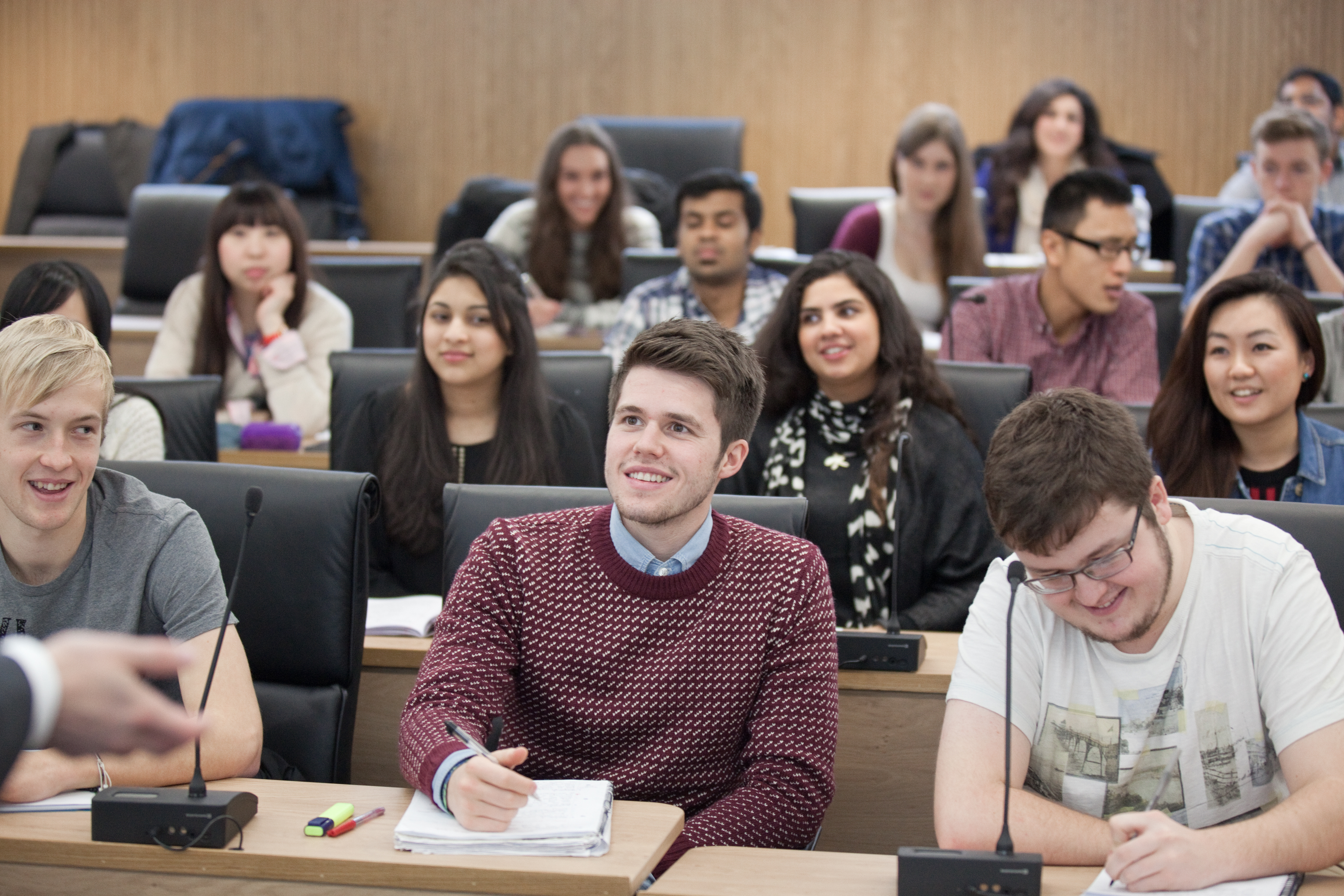 reasons students choose to study abroad There are a million reasons why people should study abroad, or travel   something to break the monotony of simply being a student because, hey, i've   a change of my choosing because gosh knows how much change i've.